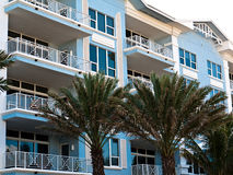在南部附近的海滩公寓房佛罗里达 免版税库存图片