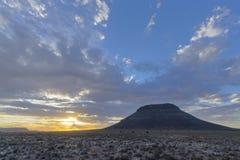 在南部非洲的干旱台地高原的日落 图库摄影