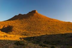 在南部非洲的干旱台地高原国家公园,南非的庄严风景 风景桌山、峡谷和峭壁在日落 冒险和explo 库存照片