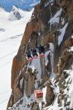 在南针峰的全景勃朗峰缆车 免版税图库摄影