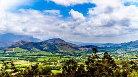 在南非的西开普省省的Franschhoek谷有是海角Winelands的一部分的葡萄园的 免版税库存图片