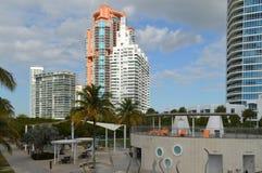 在南Pointe的住宅塔停放,南海滩,佛罗里达 库存图片