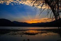 在博克拉,尼泊尔的日落 免版税库存图片