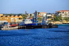 在博内尔岛海岸的Workboats 免版税库存照片