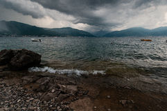 在博卡队Kotorska海湾的雷暴 免版税库存图片