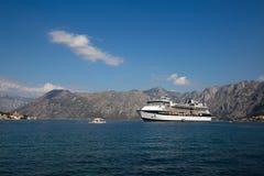 在博卡队Kotorsky海湾的大游轮名人星座 黑山 图库摄影