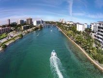 在博察Raton,佛罗里达附近的水路 免版税图库摄影