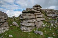 在博德明的粗砺的突岩停泊 库存照片