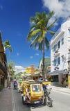 在博拉凯海岛主路的Trike tricicle moto地方出租汽车在p 免版税库存照片