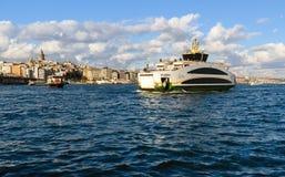 在博斯普鲁斯海峡,伊斯坦布尔,土耳其的渡轮 库存照片