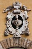 在博物馆的大厦圣塔玛丽亚dei Fiore,佛罗伦萨的Medalion 免版税库存照片