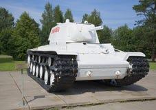 在博物馆西洋镜安装的冬天绘画的重的坦克KV-1 免版税图库摄影