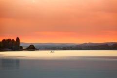 在博登湖(Bodensee)的日落在Reichenau,德国附近 库存图片