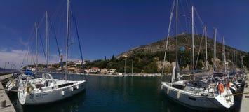 在卡拉莫斯岛海岛上的风船 库存图片
