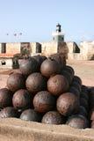 在卡斯蒂略圣费利佩del Morro的大炮 图库摄影