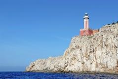 在卡普里岛,意大利海岛上的蓬塔Carena灯塔  免版税库存图片