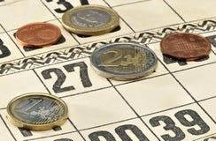 在卡片的欧洲硬币俄国乐透纸牌比赛的 免版税图库摄影