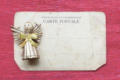 在卡片的玩具天使 免版税库存照片