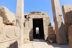 在卡纳克神庙的埃及人两方尖碑 库存照片