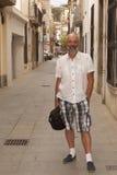 在卡莱利亚上一条狭窄的街道  免版税库存图片