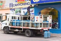 在卡车的制冷剂瓶在Banos,厄瓜多尔 库存图片