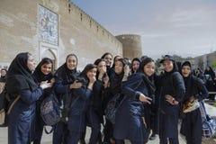 在卡里姆汗城堡,设拉子,伊朗附近的女小学生 图库摄影