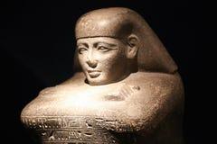 在卢克索博物馆-埃及的古老埃及妇女雕象 免版税库存照片