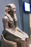 在卢克索博物馆-埃及的胡夫国王雕象 免版税库存图片