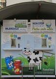 在卢布尔雅那挤奶在街道上的自动售货机 图库摄影