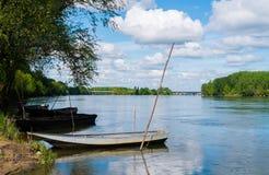 在卢瓦尔河的小船 免版税库存图片