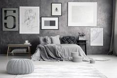 在卧室墙壁上的地图 免版税图库摄影