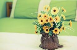 在卧室装饰的花盆 图库摄影
