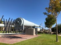 在卫斯理Bolin纪念广场,菲尼斯, AZ的战舰枪 库存图片