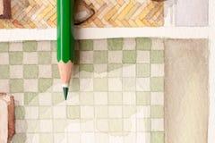 在卫生间水彩floorplan瓦片的绿色铅笔 免版税库存照片