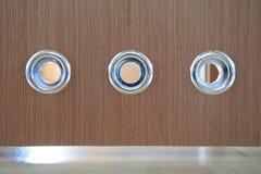 在卫生间门的出气孔 免版税库存图片