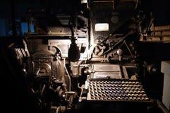 在印刷店的整行铸排机 免版税图库摄影