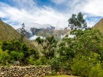 在印加人足迹的早晨景色,马丘比丘,秘鲁 库存照片