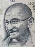 在印地安人的圣雄甘地画象100卢比钞票宏指令, Indi 免版税库存图片