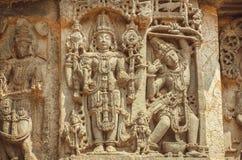 在印地安寺庙墙壁上的Vishnu阁下  古老建筑学, 12世纪装饰,印度的例子 库存照片