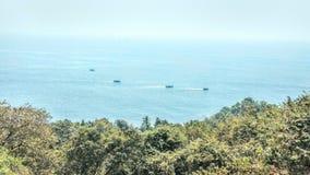 在印地安vacatiom期间的海滨 免版税库存照片