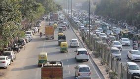 在印度城市街道鸟瞰图的公路交通 沥青汽车阻塞无缝的业务量向量墙纸 影视素材