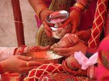在印度婚姻期间的Kanyadaan仪式在印度 库存图片