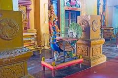 在印度寺庙的孔雀雕塑 免版税库存图片
