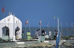 在印度寺庙,特立尼达之外的人们 免版税库存图片