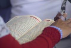 在印度尼西亚的记录读书古兰经囚犯 免版税库存图片