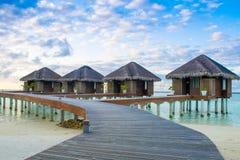 在印度洋的水的木别墅 库存图片