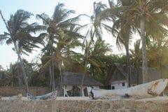 在印度洋,迪亚尼海滩,蒙巴萨,非洲的岸的手段 免版税库存图片