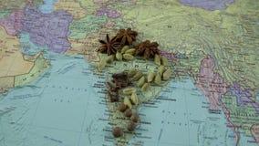 在印度的地图的香料 在世界地图的家园香料 股票视频