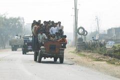 在印度的街道上的交通 库存图片