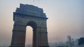 在印度门,新德里印度的烟雾 库存图片